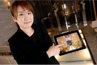 iPadを活用して挙式・披露宴をプランナーがご案内